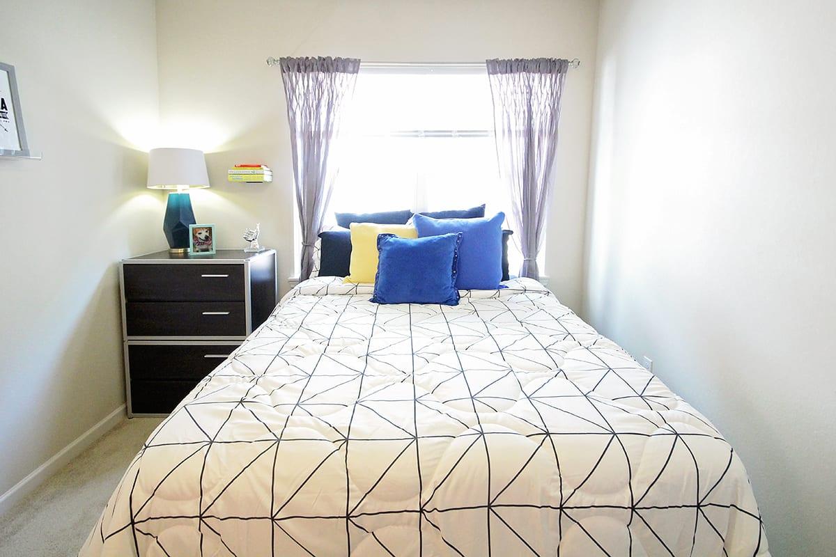 Lark-Tuscaloosa-AL-Bedroom-Unilodgers