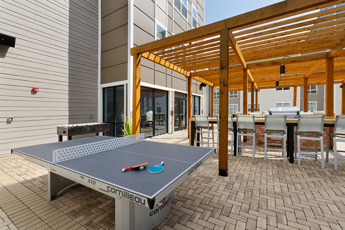 Lark-Tuscaloosa-AL-Table-Tennis-Table-With-Outdoor-Firepit-Unilodgers