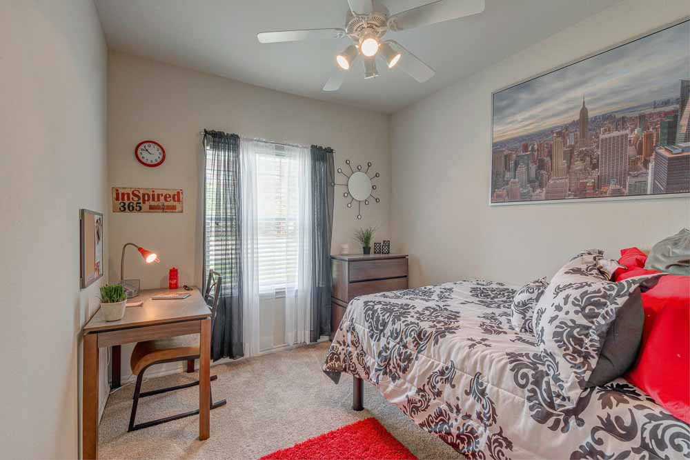 Legends-At-Nacogdoches-TX-Bedroom-Unilodgers