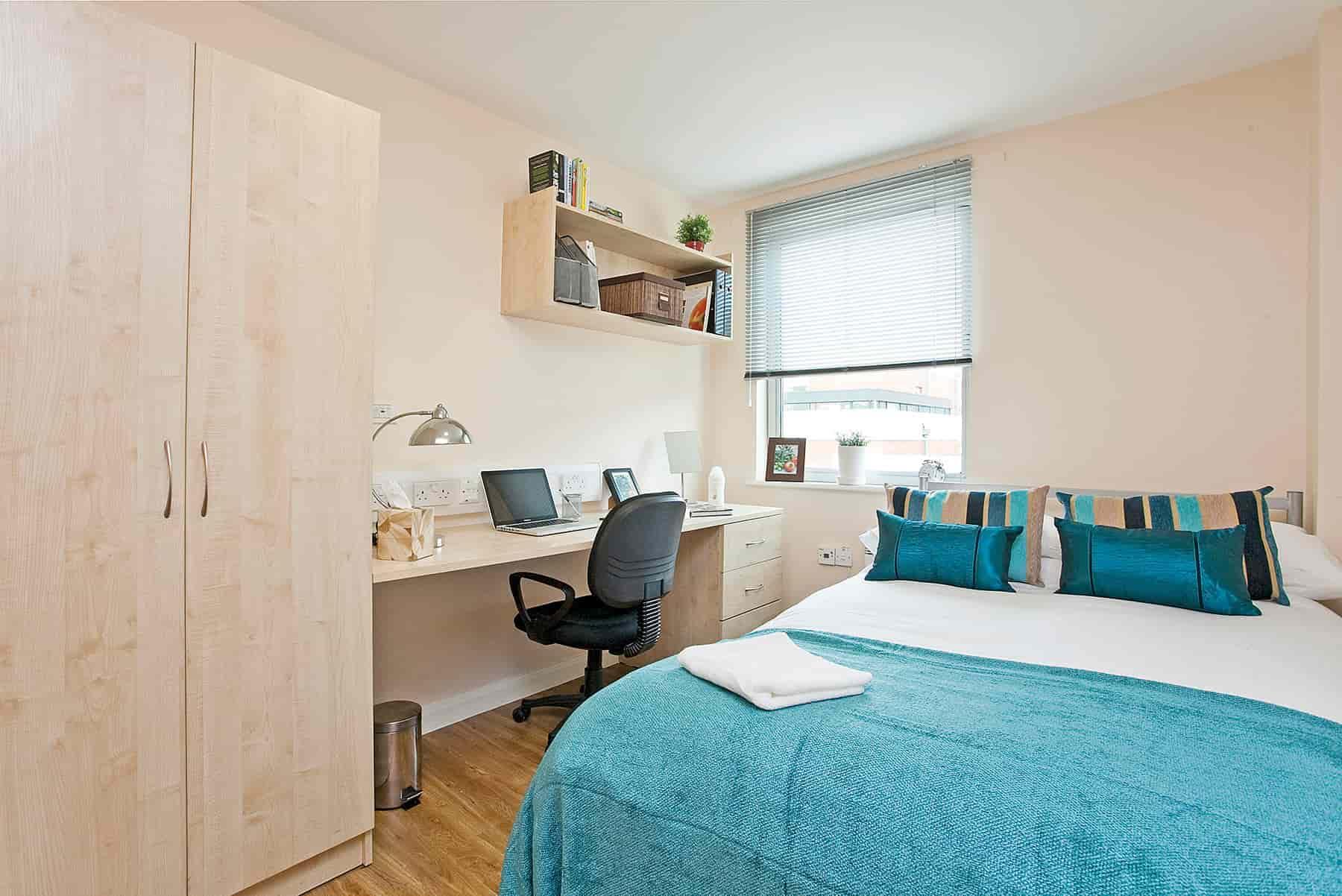Leodis-Leeds-Bedroom-2-Unilodgers (1)