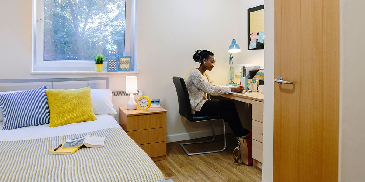 Leodis-Leeds-Bedroom-And-Study-Unilodgers (1)