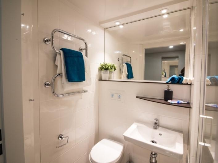 Liv-Dublin-Bathroom-2-Unilodgers