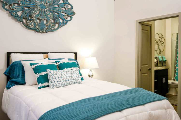 Lofts-At-College-Hill-Macon-GA-Bedroom-Unilodgers