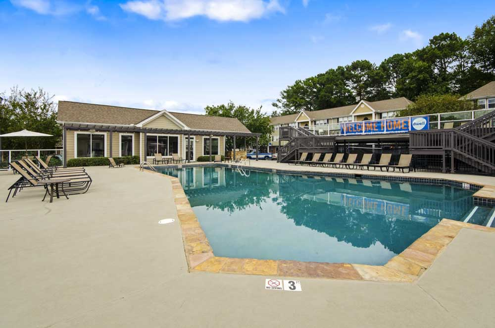 Logan-Square-Auburn-Al-Swimming-Pool-Unilodgers