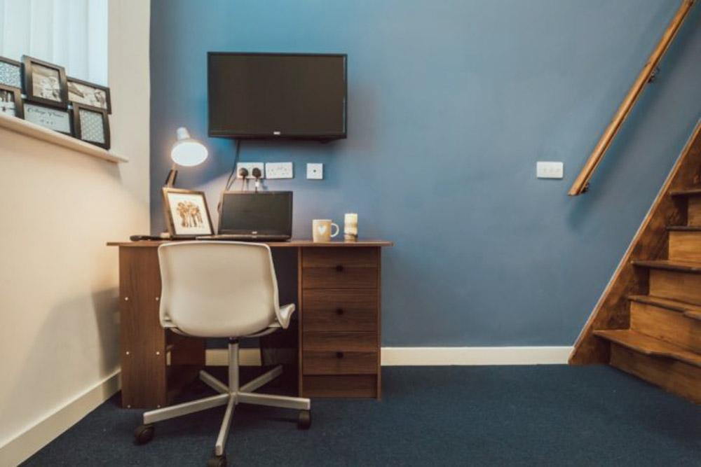 Lomax-Halls-Stoke-on-Trent-Study_Room-Unilodgers