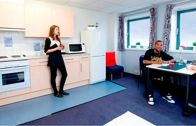 Londonderry-House-Birmingham-Kitchen-Area-Unilodgers