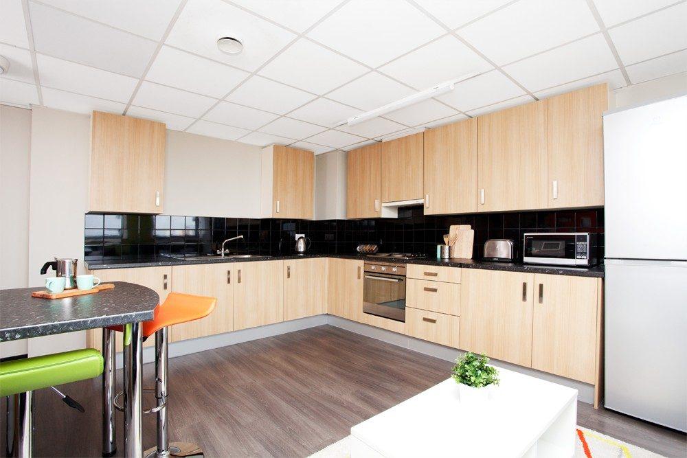 Londonderry-House-Brimingham-Standard-Ensuite-2-Unilodgers
