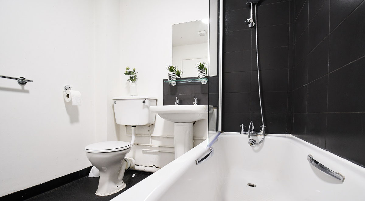Manchester House-Manchester-Bathroom 2-Unilodgers
