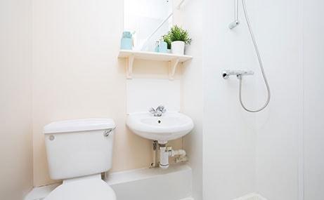 Manet-Court-Newcastle-Upon-Tyne-Bathroom-Unilodgers