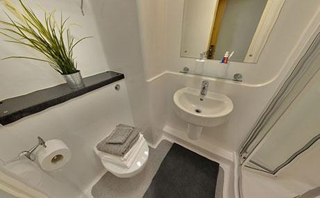 Manor-Bank-Newcastle-Upon-Tyne-Bathroom-2-Unilodgers