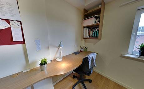 Manor-Bank-Newcastle-Upon-Tyne-Study-Table-Unilodgers