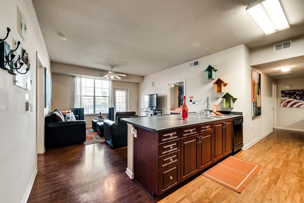 Maverick-Place-Arlington-TX-Living-Area-Unilodgers