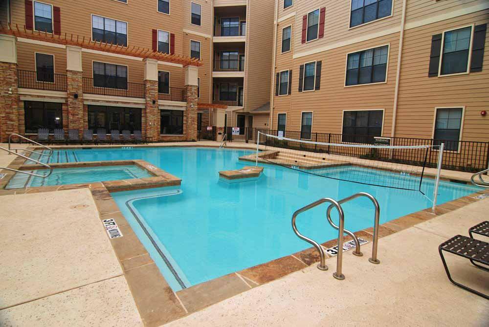 Maverick-Place-Arlington-TX-Swimming-Pool-Unilodgers