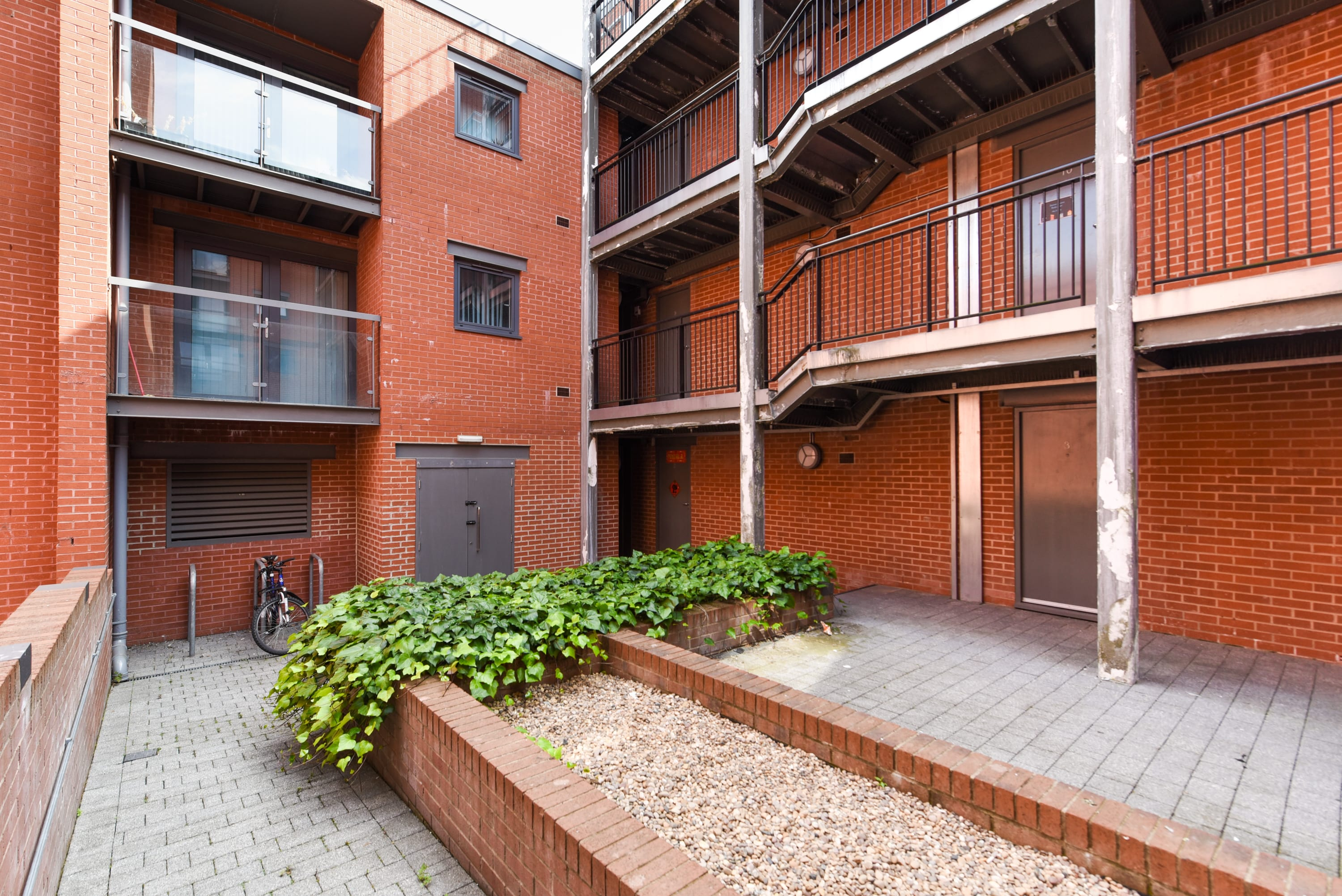 Mellor-House-Sheffield-2-Courtyard-Unilodgers