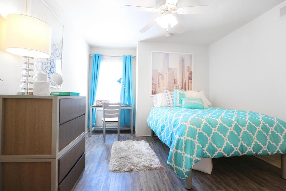 Mercury-3100-Orlando-FL-Bedroom-2-Unilodgers