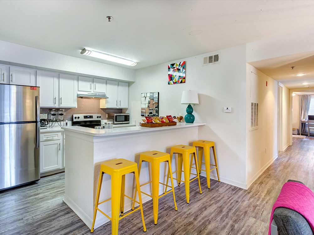 Mercury-3100-Orlando-FL-Kitchen-With-Breakfast-Bar-Unilodgers