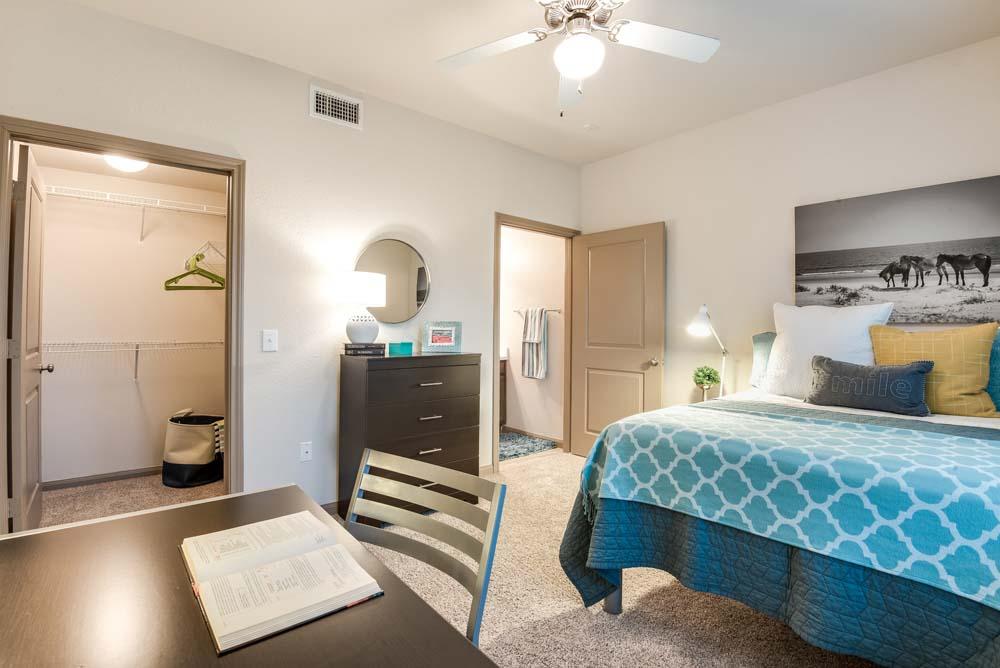 Midtown-Corpus-Christi-TX-Bedroom-Unilodgers