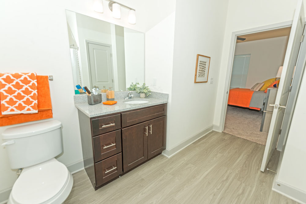 Midtown-Sam-Houston-Huntsville-TX-Bathroom-Unilodgers
