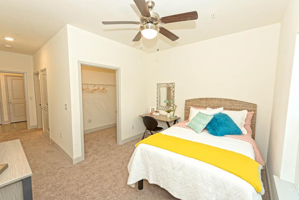 Midtown-Sam-Houston-Huntsville-TX-Bedroom-2-Unilodgers