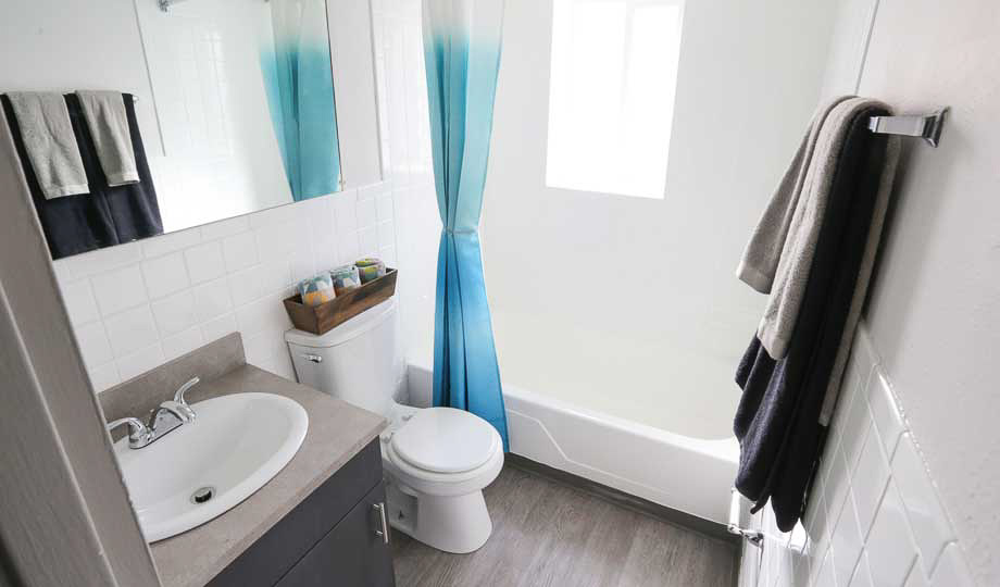 Mint-Urban-Infinity-Denver-CO-Bathroom-Unilodgers