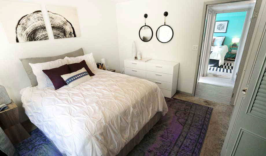 Mint-Urban-Infinity-Denver-CO-Bedroom-1-Unilodgers