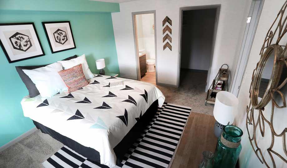 Mint-Urban-Infinity-Denver-CO-Bedroom-Unilodgers