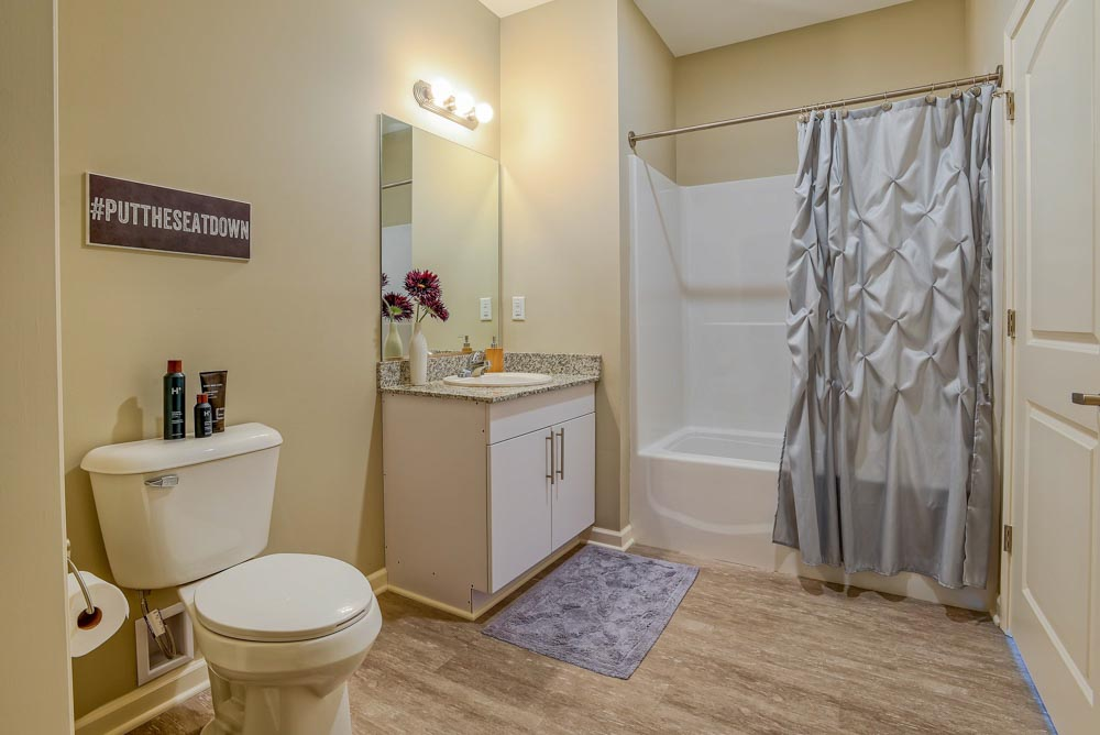 Monarch-716-Buffalo-NY-Bathroom-Unilodgers