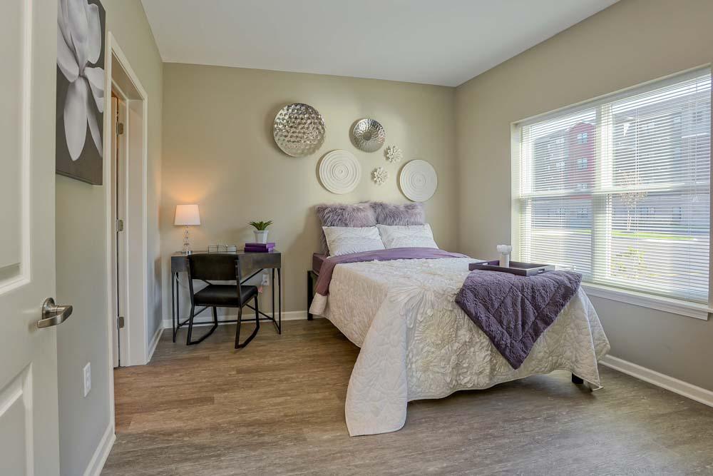 Monarch-716-Buffalo-NY-Bedroom-Unilodgers