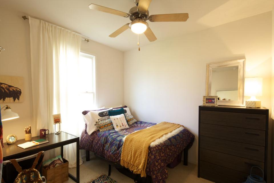 Mustang-Ranch-Stephenville-TX-Bedroom-Unilodgers