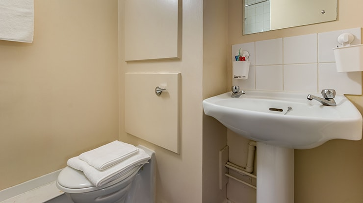 New-Medlock-House-Manchester-Classic-Studio-Bathroom-Unilodgers