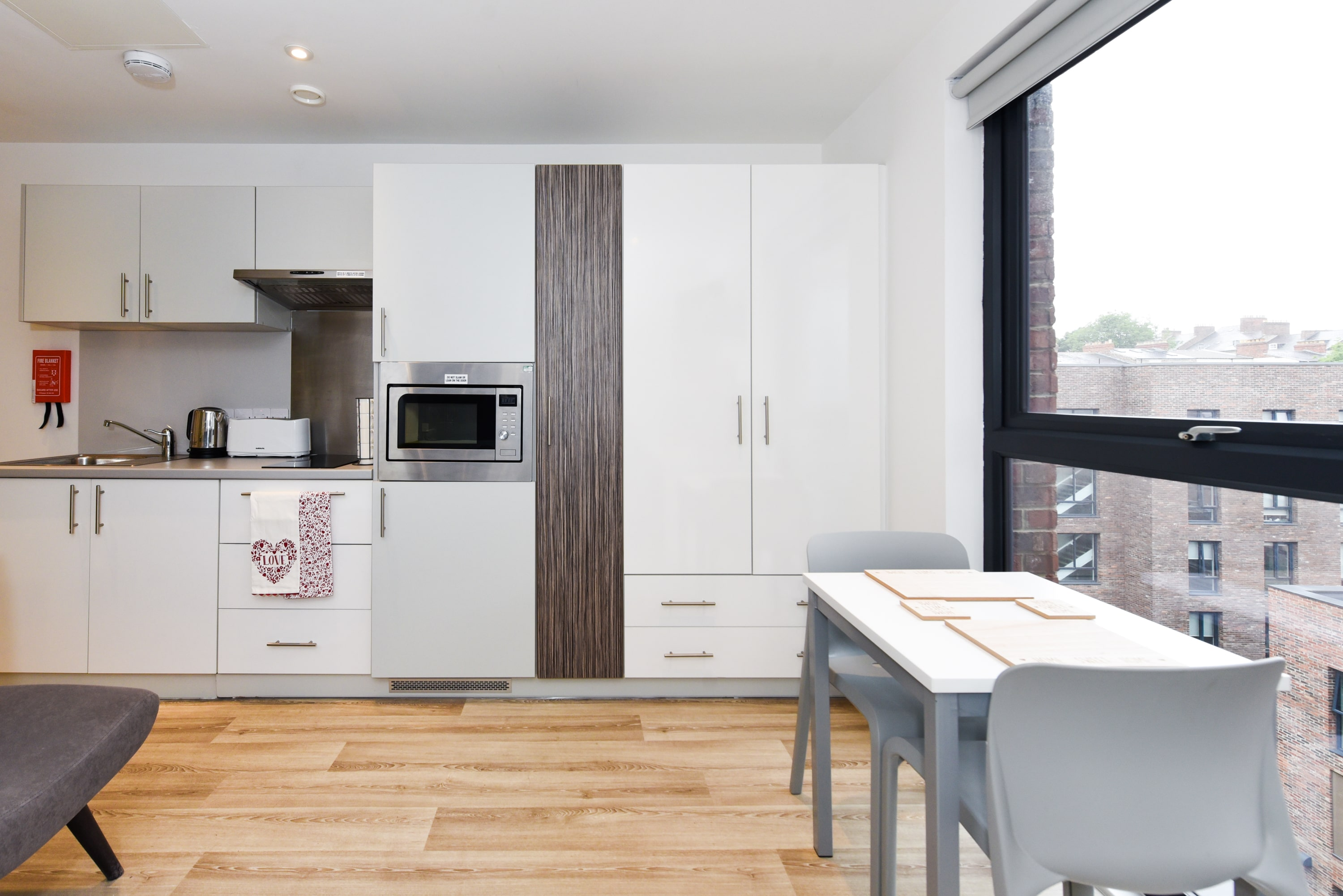 Newcastle-1-Shared-Kitchen-Dining-Area-Unilodgers