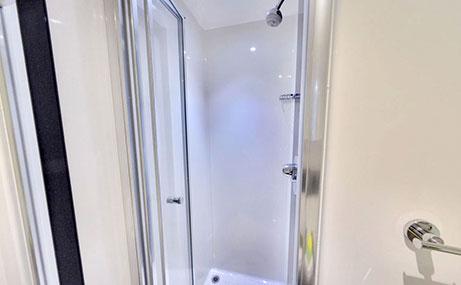 Newgate-Court-Newcastle-Shower-Unilodgers (1)
