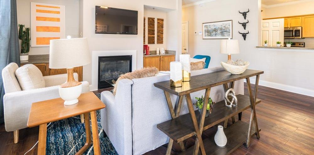 Oakbrook-Apartments-Baton-Rouge-LA-Living-Area-With-TV-Unilodgers