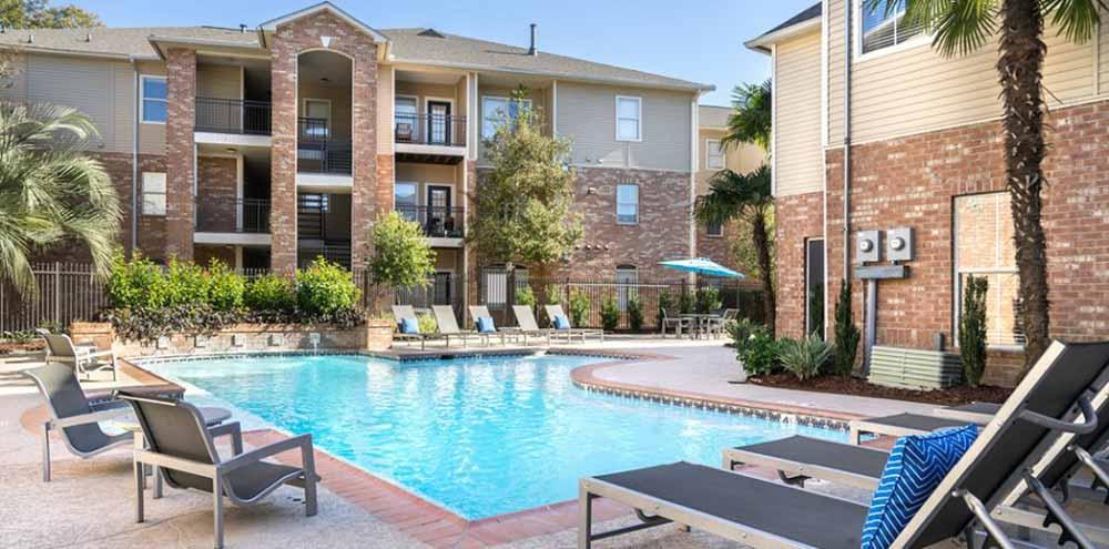 Oakbrook-Apartments-Baton-Rouge-LA-Swimming-Pool-Unilodgers