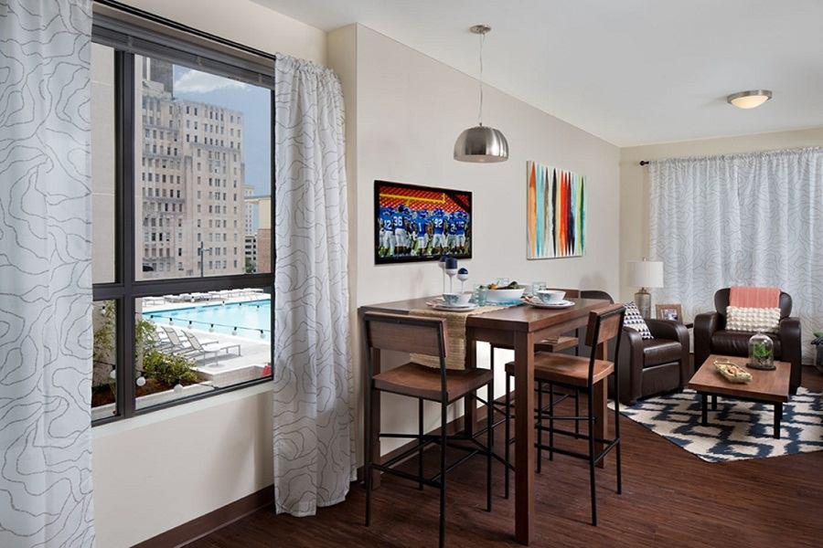 One-12-Courtland-Atlanta-GA-Living-Room-Unilodgers