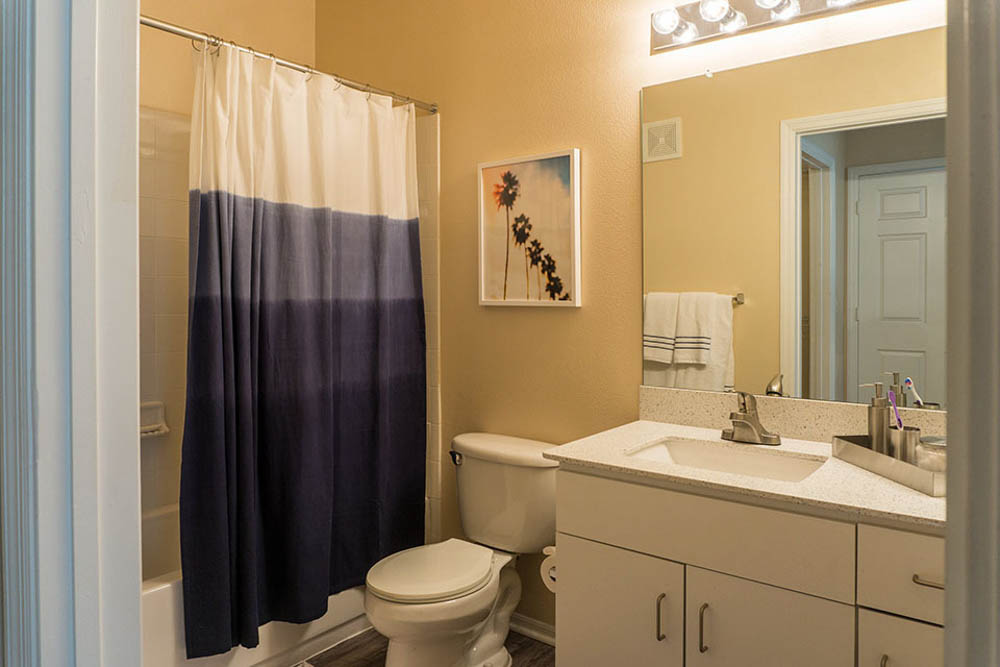 Orion-On-Orpington-Orlando-FL-Bathroom-Unilodgers
