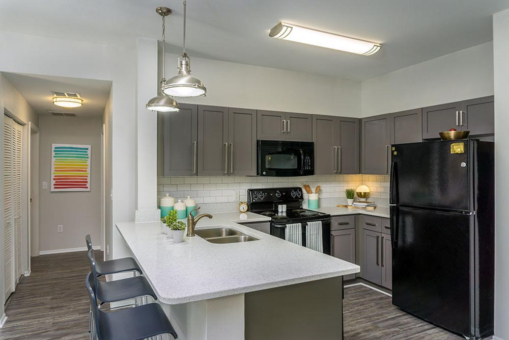 Orion-On-Orpington-Orlando-FL-Kitchen-With-Breakfast-Bar-Unilodgers