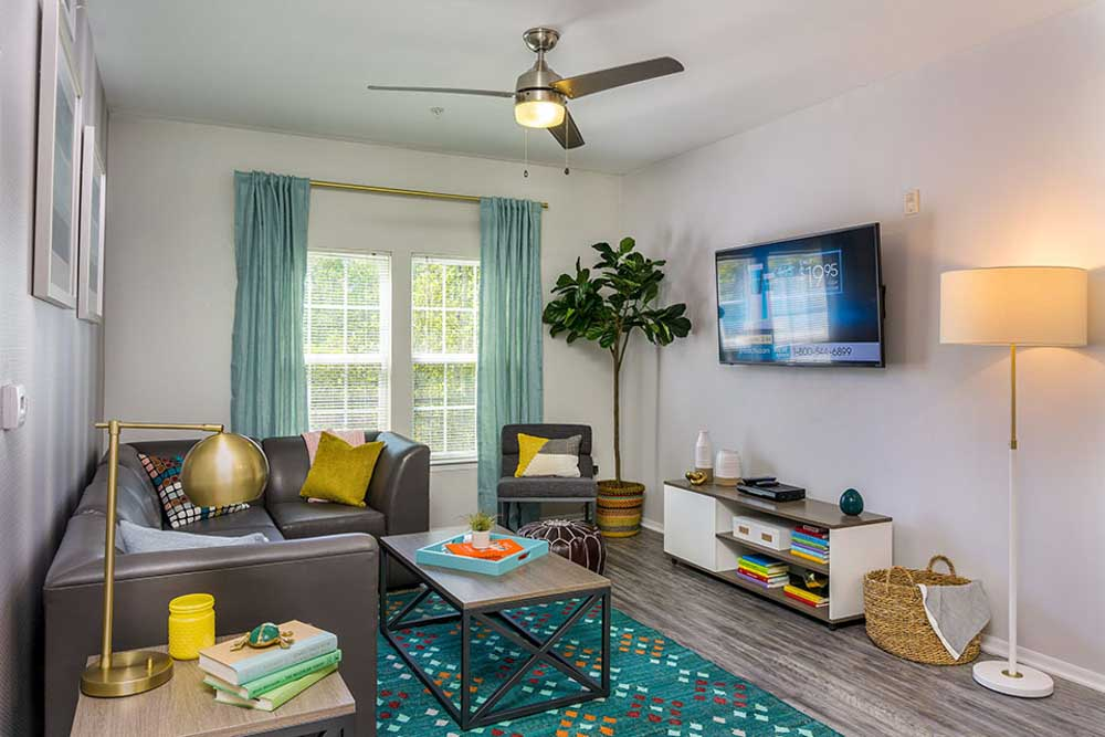 Orion-On-Orpington-Orlando-FL-Living-Area-With-TV-Unilodgers