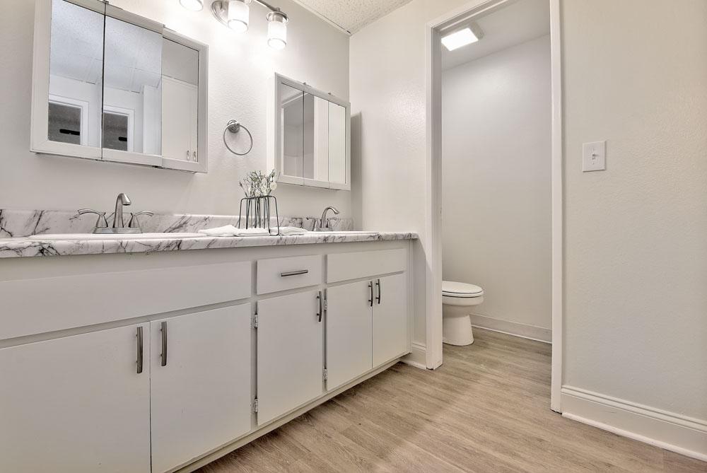 Oxford-North-Fullerton-CA-Bathroom-Unilodgers