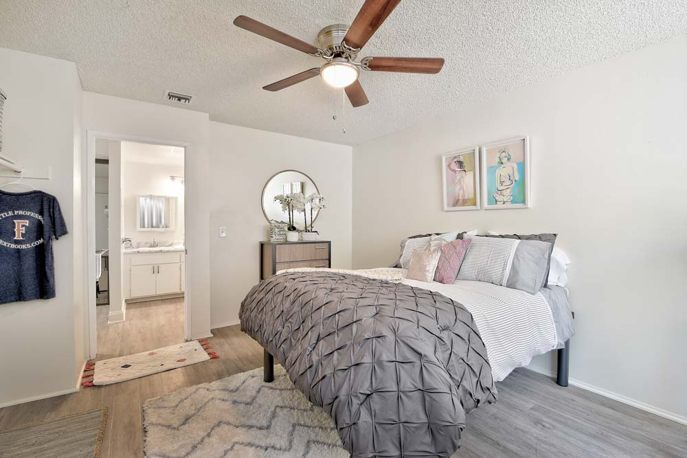 Oxford-North-Fullerton-CA-Bedroom-Unilodgers