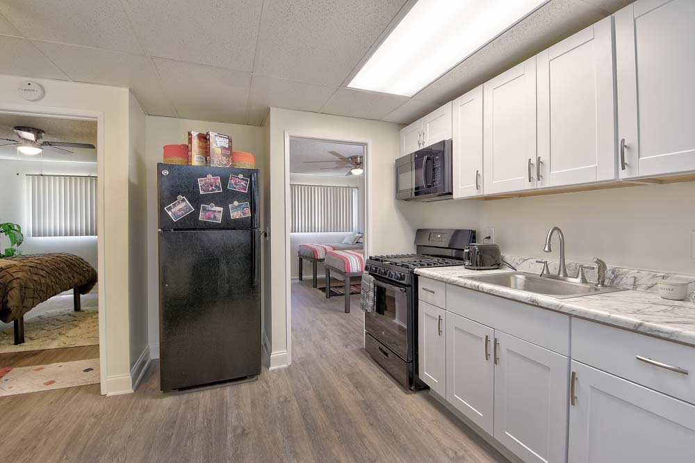 Oxford-North-Fullerton-CA-Kitchen-With-Fridge-Unilodgers