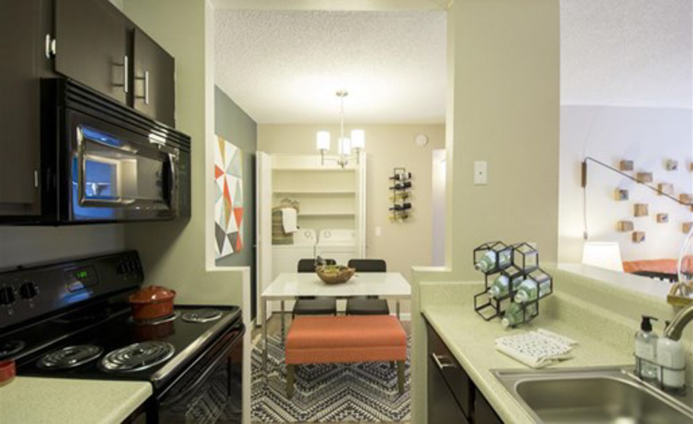 Palm-Canyon-Apartments-Tucson-AZ-Kitchen-With-Dining-Table-Unilodgers