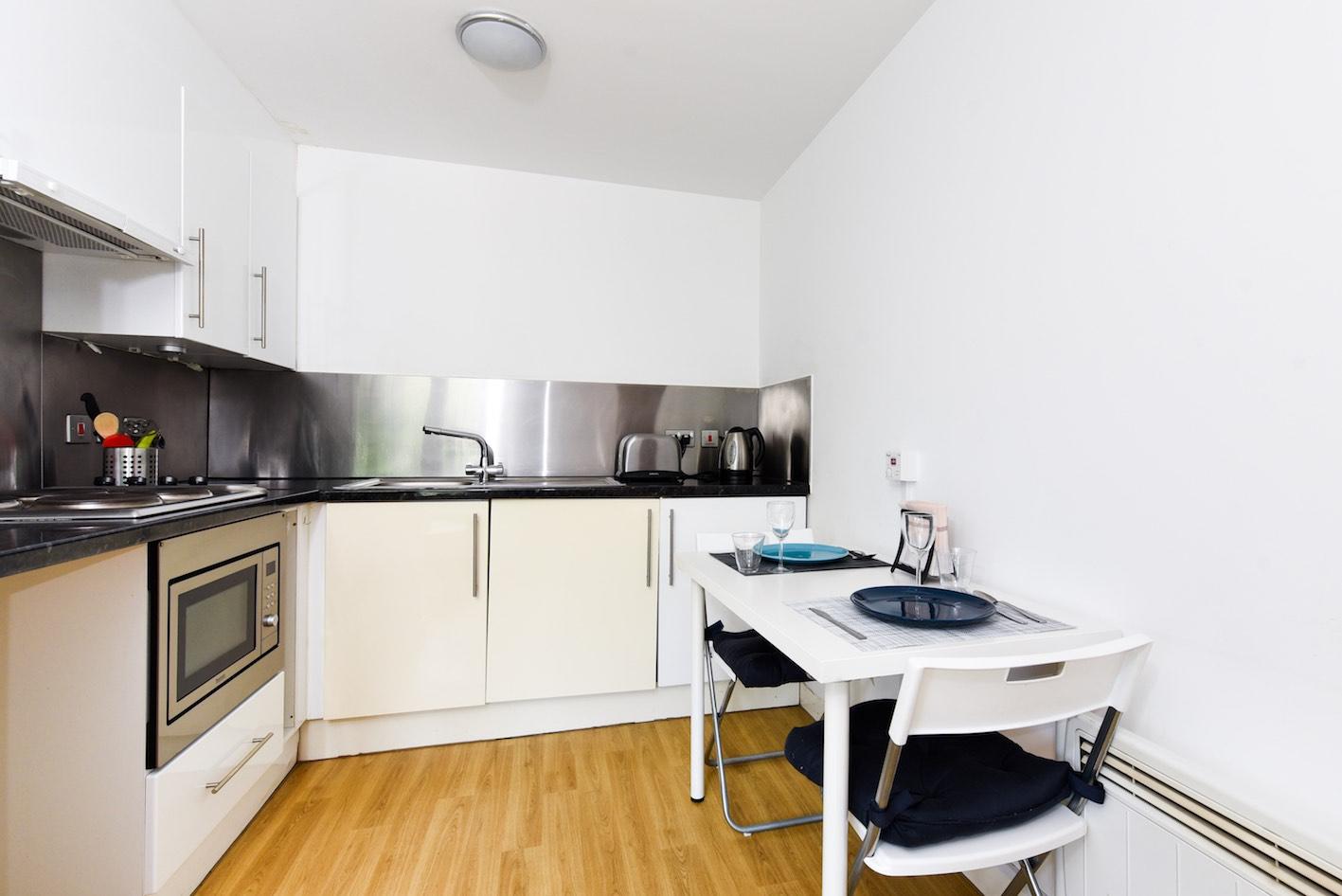 Panmure-Court-Edinburgh-Studio-With-Balcony-1-Unilodgers