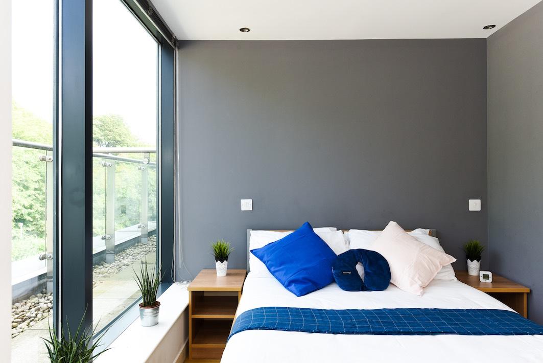 Panmure-Court-Edinburgh-Studio-With-Balcony-3-Unilodgers
