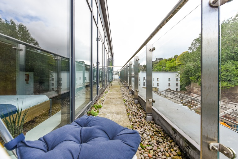 Panmure-Court-Edinburgh-Studio-With-Balcony-7-Unilodgers