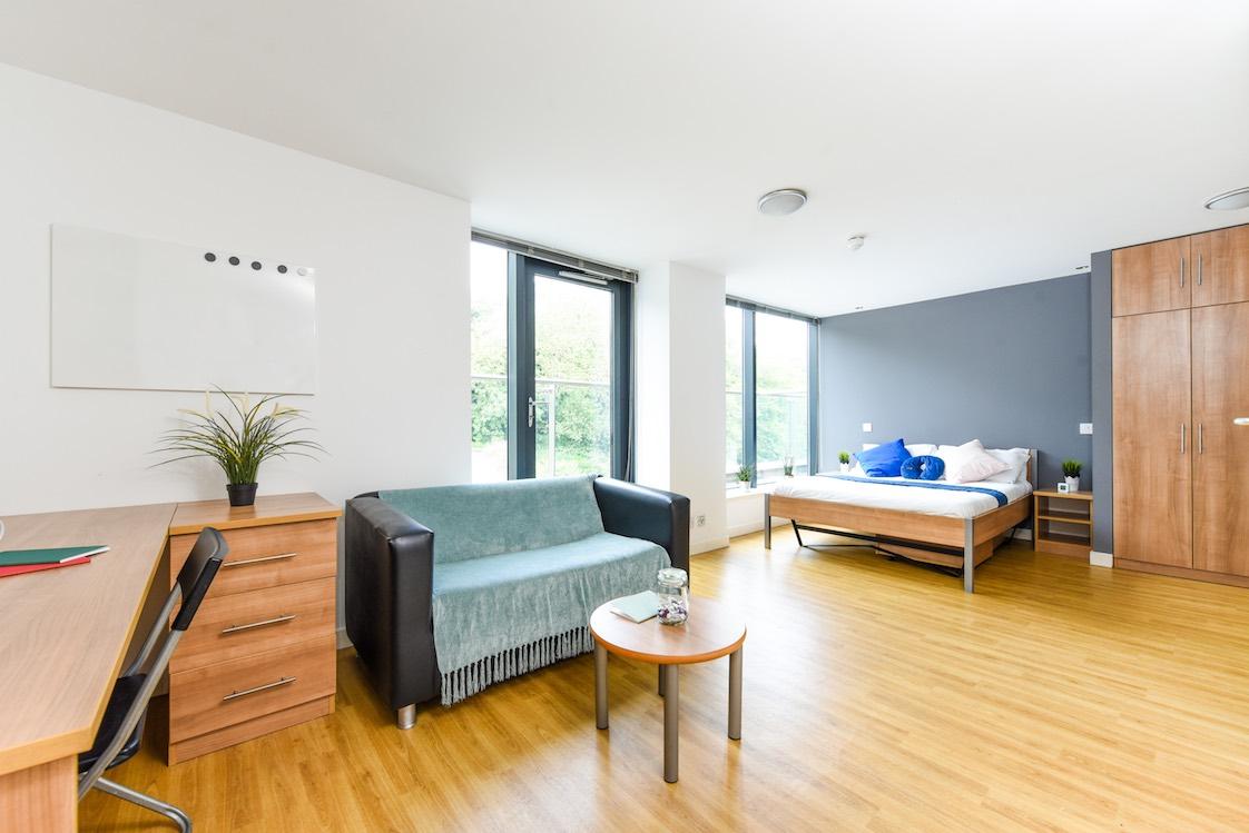 Panmure-Court-Edinburgh-Studio-With-Balcony-Unilodgers