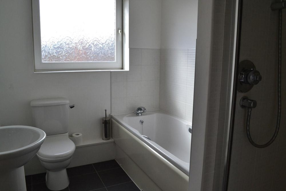 Park Wharf-Nottingham-Bathroom-Unilodgers