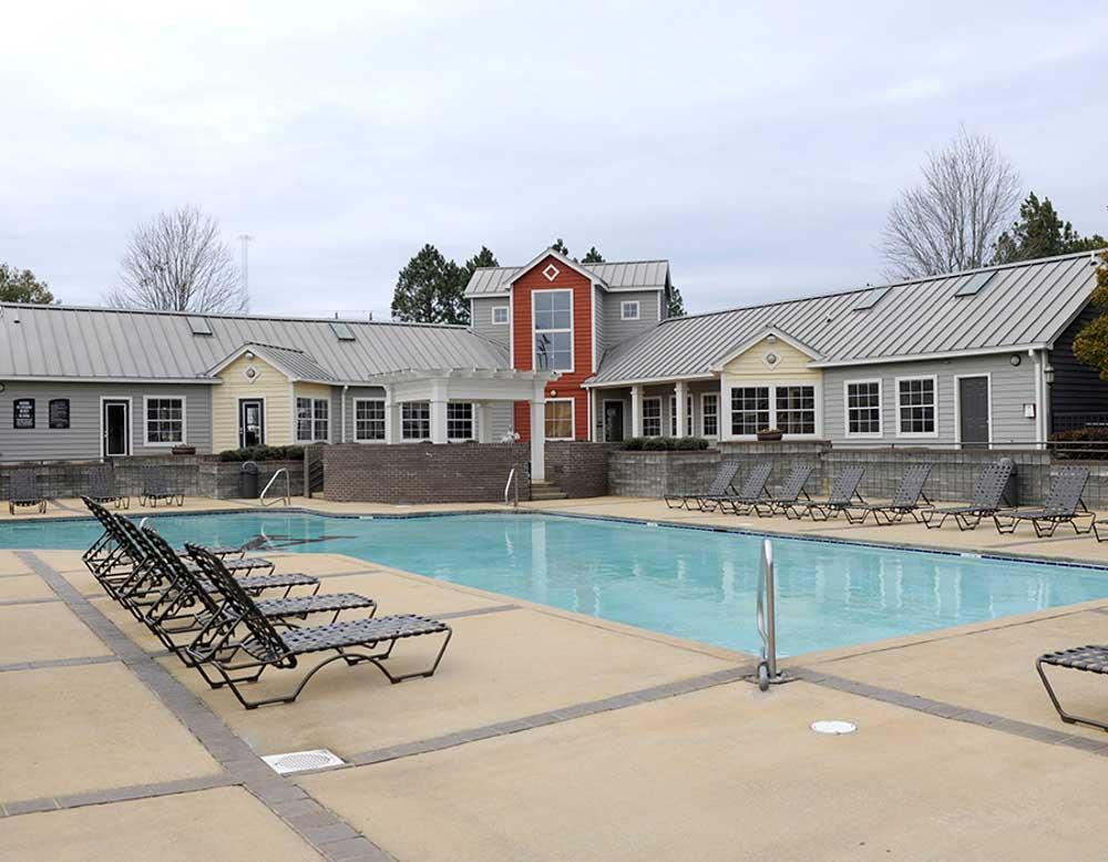 Parker-301-Tuscaloosa-AL-Swimming-Pool-Unilodgers