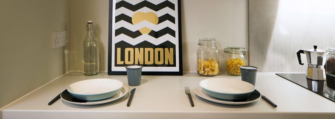 Paul-St-East-London-1-Bed-Apartment-Kitchen-Area-3-Unilodgers