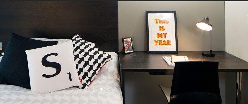 Paul-St-East-London-1-Bed-Apartment-Study-Desk-1-Unilodgers